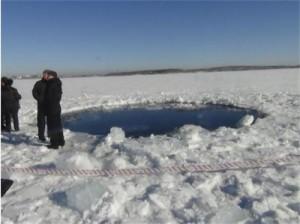 Дупката направена от метеор в езерото Чебаркул в Урал